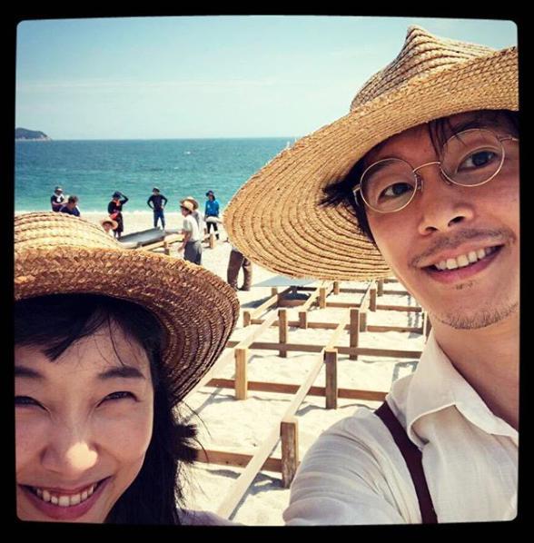安藤サクラと長谷川博己(画像は『安藤サクラ 2018年11月23日付Instagram「まんぺーはん」』のスクリーンショット)