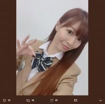 【エンタがビタミン♪】折井あゆみ、舞台パンフレットでAKB48のような制服姿「チームA…懐かしい響き」