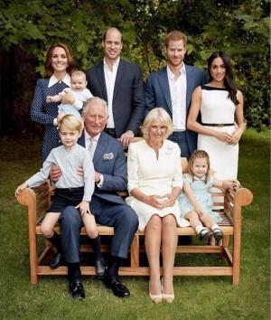 【イタすぎるセレブ達】チャールズ皇太子70歳に 英王室が素敵なファミリー写真を公開
