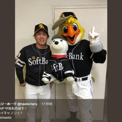 【エンタがビタミン♪】日本シリーズMVP・甲斐拓也選手の笑顔、ハリーホークの投稿に祝福「育成からよくぞここまで!」