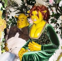 """【イタすぎるセレブ達】""""ハロウィンの女王""""ハイディ・クルム、恋人と実写版『シュレック』になりきる!"""