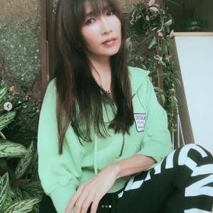 ラフなファッションも「似合う」と評判に(画像は『Kudo_shizuka 2018年11月6日付Instagram「昨日FCでメールしましたが、結局10cm切りました。」』のスクリーンショット)