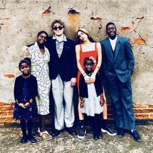 【イタすぎるセレブ達】マドンナ、子供6人全員集合の超レア写真公開