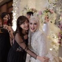 【エンタがビタミン♪】仲川遥香が出席、元JKT48メロディーの結婚式ショットに祝福の声「綺麗で輝いていますね!」