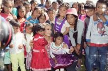 【イタすぎるセレブ達】パリス・ヒルトン、メキシコ中部地震被災地を訪問 4000万円寄付も