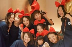 9人全員がキキに!(画像は『佐々木希 2018年10月31日付Instagram「あきちゃんのhappy birthday & happy Halloween」』のスクリーンショット)