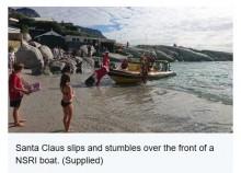 【海外発!Breaking News】サンタクロースに扮した海難救助隊員 ボートから転落、救助される(南ア)