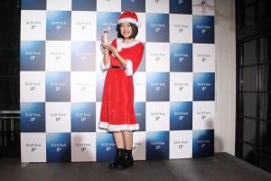 『SOFINA iPスペシャルトークショー』にサンタコスで出演した横澤夏子