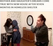 【海外発!Breaking News】ホームレス施設で7か月暮らした母娘、念願のマイホームに移り感涙(米)<動画あり>