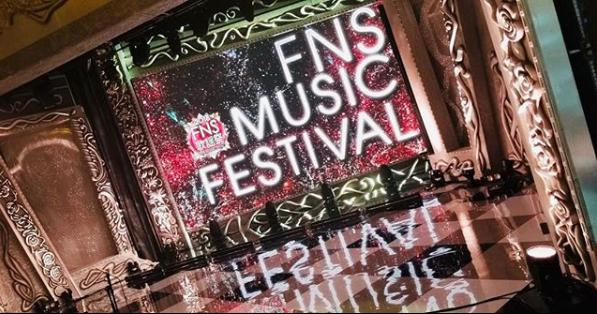 『2018 FNS歌謡祭』第1夜のセット(画像は『【公式】FNS歌謡祭 2018年12月6日付Instagram「#FNS歌謡祭 第1夜」』のスクリーンショット)