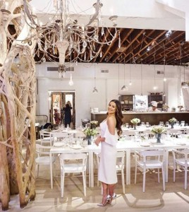 ブライダルシャワー会場でのリア・ミシェル(画像は『Lea Michele 2018年12月24日付Instagram「My mom threw me the bridal shower of my dreams!」』のスクリーンショット)