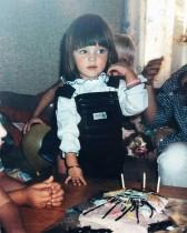 【イタすぎるセレブ達】ミランダ・カー、幼少期の写真にファン絶賛「本当のエンジェル」