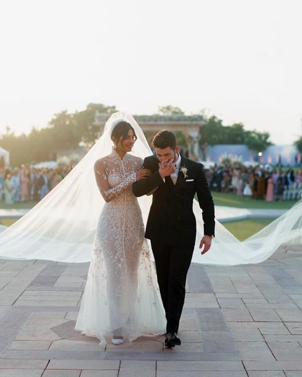 結婚したプリヤンカー・チョープラーとニック・ジョナス(画像は『Nick Jonas 2018年12月4日付Instagram「Happiest day of my life.」』のスクリーンショット)nickjonas1812051143_002