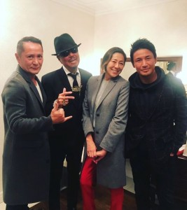 左から2人目がブラザー・コーン(画像は『RIKACO 2018年12月21日付Instagram「バブルガムブラザーズ復活ライブ」』のスクリーンショット)