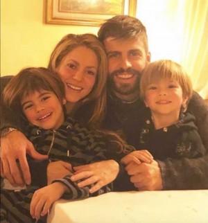 【イタすぎるセレブ達】シャキーラ、サッカー・スペイン元代表ピケとのレアな家族写真公開