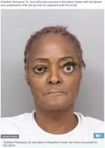 暴行罪で逮捕の女(61)、黄色の特大つけまつ毛でマグショットを撮影(米)