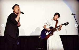 阿部サダヲと吉岡里帆がサプライズライブ(画像は『吉岡里帆 2018年10月19日付Instagram「映画館でサプライズライブ。」』のスクリーンショット)