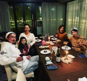 【エンタがビタミン♪】窪塚洋介、家族のクリスマスディナーは前妻も一緒に 「素敵な関係ですね」の声