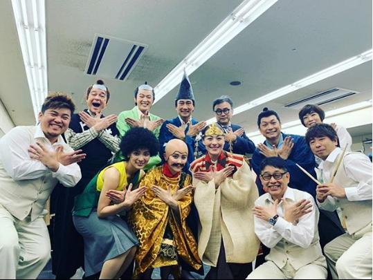 """ミュージカル『日本の歴史』""""Cast・Creative Team""""集合写真(画像は『秋元才加 2019年1月13日付Instagram「無事大千穐楽迎える事が出来ました。」』のスクリーンショット)"""