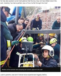 昼夜問わず男児の救出活動に努める作業員ら(画像は『BBC News 2019年1月16日付「Spain Totalán search: Hair found in search for boy in well」(EPA)』のスクリーンショット)