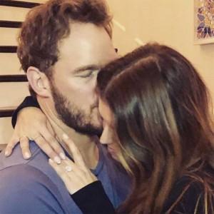 婚約したクリスとキャサリン(画像は『chris pratt 2019年1月14日付Instagram「Sweet Katherine, so happy you said yes!」』のスクリーンショット)