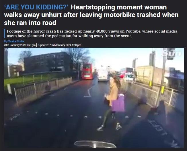 バイクの目の前に飛び出した女性は…(画像は『The Sun 2019年1月24日付「'ARE YOU KIDDING?' Heartstopping moment woman walks away unhurt after leaving motorbike trashed when she ran into road」』のスクリーンショット)