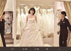 ウェディングドレスを着た前田敦子(画像は『ホテル コルテシア東京【公式】 2019年1月13日付Twitter「ブライダルフェア実施中!」』のスクリーンショット)