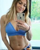 【イタすぎるセレブ達】ジェニファー・ロペス(49) 「10日チャレンジ」に挑戦 美しすぎる腹筋を披露