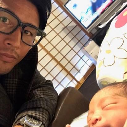 【エンタがビタミン♪】魔裟斗、待望の息子とのツーショット初公開 「可愛いなー」