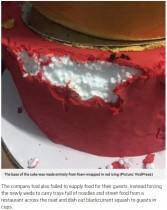【海外発!Breaking News】ウェディングケーキの中身は発泡スチロールだった 花嫁号泣(フィリピン)