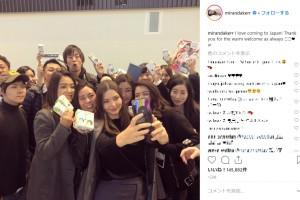 ミランダ、日本のファンと一緒にセルフィーも(画像は『Miranda 2019年1月9日付Instagram「I love coming to Japan!」』のスクリーンショット)