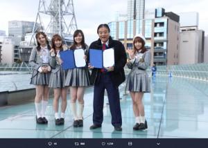 締結式に出席したSKE48の北川綾巴、高柳明音、松井珠理奈、大場美奈と河村たかし名古屋市長(画像は『SKE48 2019年1月24日付Twitter「本日、名古屋市と #SKE48 が、栄地区の活性化を目的とした連携協定を締結しました」』のスクリーンショット)