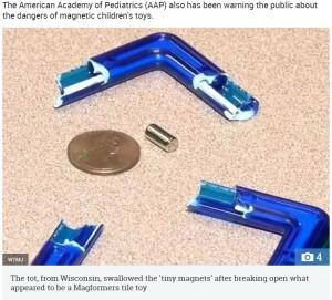 おもちゃの中に入っていた小さな磁石(写真中央)(画像は『The Sun 2019年1月1日付「VOMITED BLACK LIQUID Warning as boy, 4, has part of his colon removed after swallowing 13 magnets from toy sold on Amazon」(Credit: WTMJ)』のスクリーンショット)