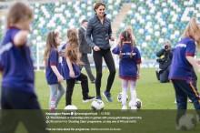【イタすぎるセレブ達】英ジョージ王子、母キャサリン妃のサッカーの腕前に「ママはヘタ」