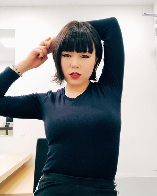 ブルゾンちえみに「どうやって痩せたんですか?」の声も(画像は『ブルゾンちえみ 2019年2月17日付Instagram「肌着女子」』のスクリーンショット)