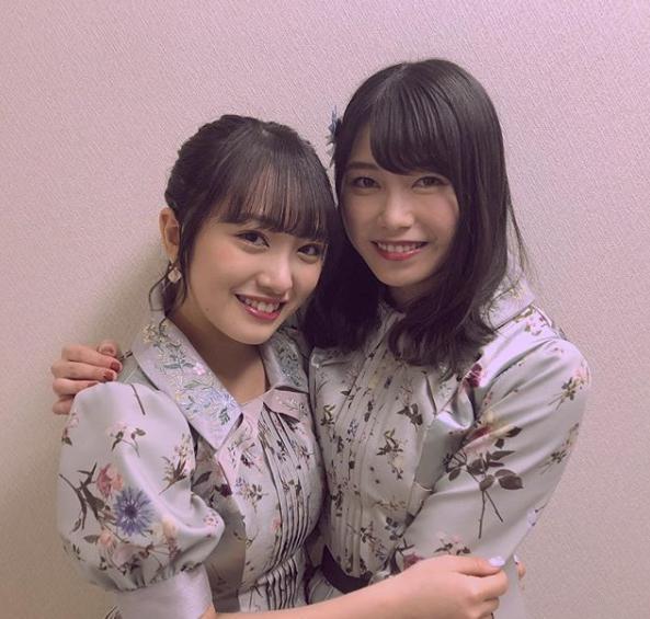 『ダウンタウンDX』に出演した向井地美音と横山由依(画像は『ダウンタウンDX 2019年2月6日付Instagram「#横山由依 #向井地美音 #AKB48 #現総監督と #次期総監督」』のスクリーンショット)