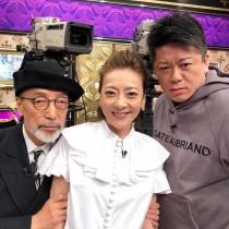 【エンタがビタミン♪】西川史子の両腕を掴むテリー伊藤に批判の声 「触れすぎです」