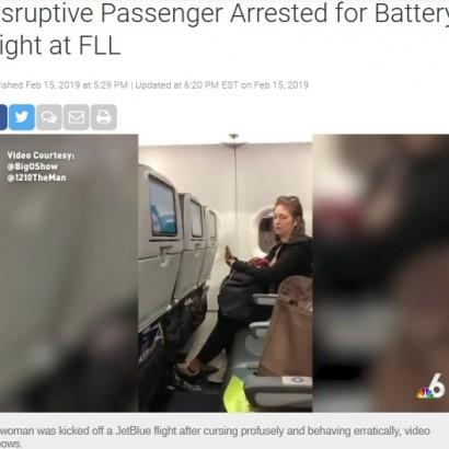 【海外発!Breaking News】ジェットブルー航空機内で大暴れの女、足を縛られ車椅子で連行(米)