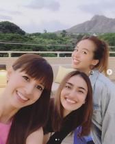 【エンタがビタミン♪】吉川ひなの、長谷川潤らとハワイで再会を喜ぶ 「内面も外見も美しい」の声