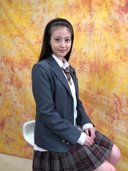 制服姿の今田美桜(画像は『yuzuki 2019年1月27日付Instagram「今日は制服で取材でした!」』のスクリーンショット)