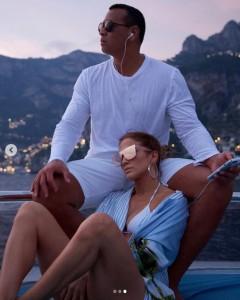 バレンタインデーはフロリダで過ごしたジェニファー&アレックス(画像は『Jennifer Lopez 2019年2月14日付Instagram「We'll be here... So much love to give today and everyday!!!」』のスクリーンショット)