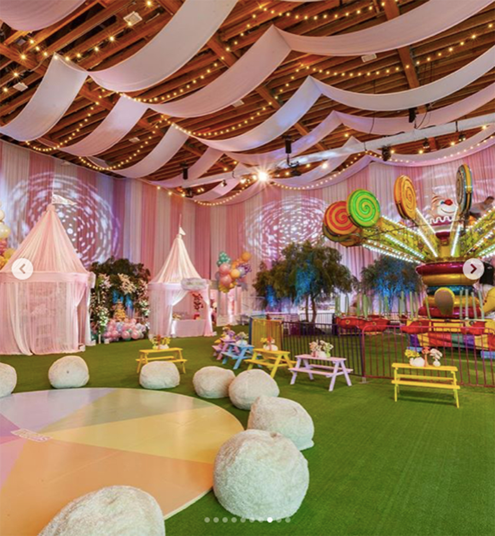 遊園地となった「ストーミー・ワールド」(画像は『Kylie 2019年2月10日付Instagram「i dreamed about this party and then drew it up on paper room by room and @mindyweiss really made my vision come to life!!!」』のスクリーンショット)