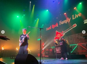 MIYAVIのライブステージ(画像は『Miyavi Lee Ishihara 2019年2月6日付Instagram「Hokkaido ROCKS!」』のスクリーンショット)