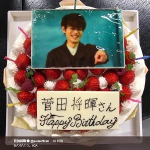 菅田将暉を祝う誕生日ケーキ(画像は『菅田将暉 2019年2月22日付Twitter「ありがとう。#3A」』のスクリーンショット)