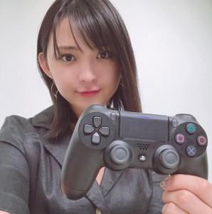 ゲーム好きな鈴木咲(画像は『鈴木咲 2018年10月18日Instagram「ゲームやる時間が無くて泣く 配信でやったDbD楽しかったな!」』のスクリーンショット)