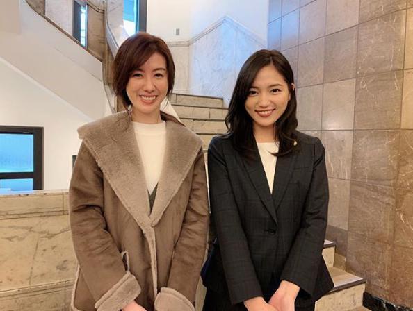 ともさかりえと川口春奈(画像は『【公式】新土曜ドラマ「イノセンス 冤罪弁護士」 2019年2月7日付Instagram「明後日放送の第4話で夢のコラボが実現しました」』のスクリーンショット)