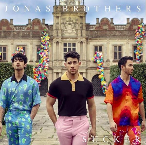 ジョナス・ブラザーズ、6年ぶりの新曲が好発進中(画像は『Jonas Brothers 2019年2月28日付Instagram「Midnight ET #Sucker」』のスクリーンショット)