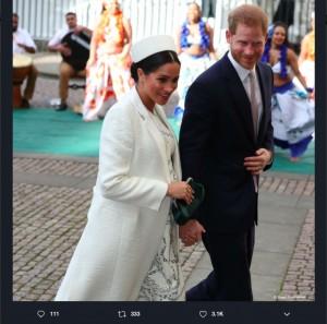 メーガン妃は「Erdem」最新コレクションのオーダーメイドで午前中の公務へ(画像は『The Royal Family 2019年3月11日付Twitter「Earlier this afternoon The Duke and Duchess of Cambridge and The Duke and Duchess of Sussex arrived at @wabbey for the #CommonwealthDay service.」』のスクリーンショット)