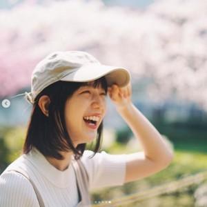 「学生時代やっておいた方がいいこと」をアドバイスした弘中アナ(画像は『弘中綾香(公式) 2019年3月28日付Instagram「みなさまから頂いた質問にお答えします回」』のスクリーンショット)