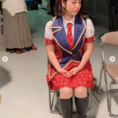 """【エンタがビタミン♪】磯山さやか """"アイドル衣装""""で物思う姿に「AKB48まだまだいけるっ!」の声"""